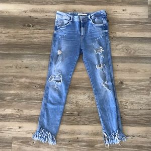 Distressed light wash jeans w cropped ankle detail